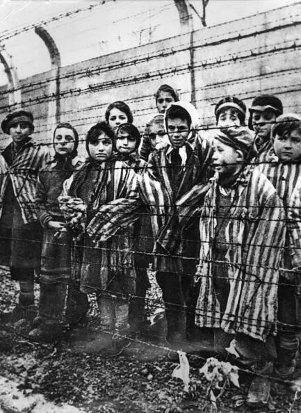Copii în lagăr