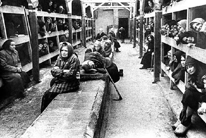 Femei în lagăr